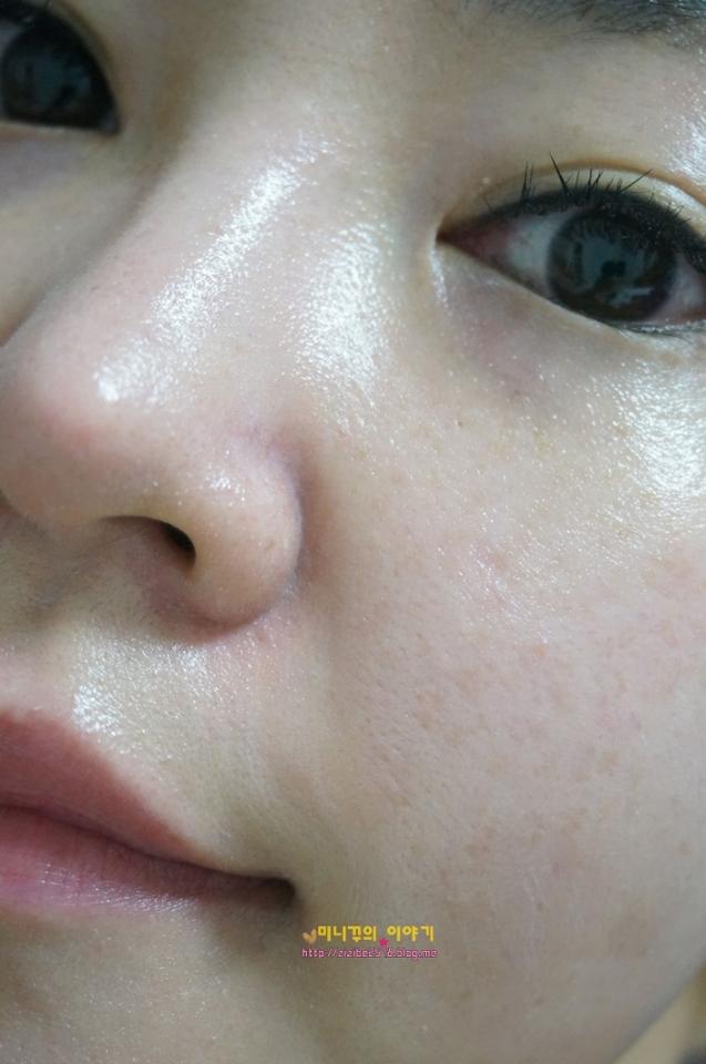 얼굴잡티제거 한번 해볼까요!! 사용후 4주후부터 효과가 나타난다고하니 매일매일 출근할때도 주말에 헬스갈때도 열심히써야겠습니다. 저는 썬크림->페이드아웃크림->비비크림 이렇게 바르는데, 밀리는감 전.혀.없구요!!