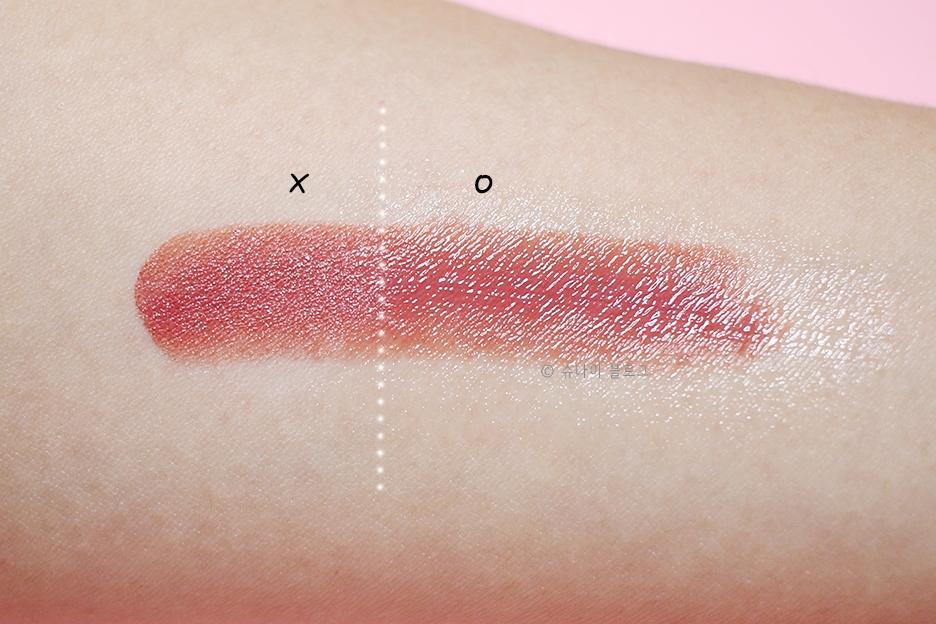 먼저 팔에 립스틱을 발라서 테스트해봤어요 발림성이 굉장히 부드러웠고, 립스틱컬러도 그대로 유지되었어요!
