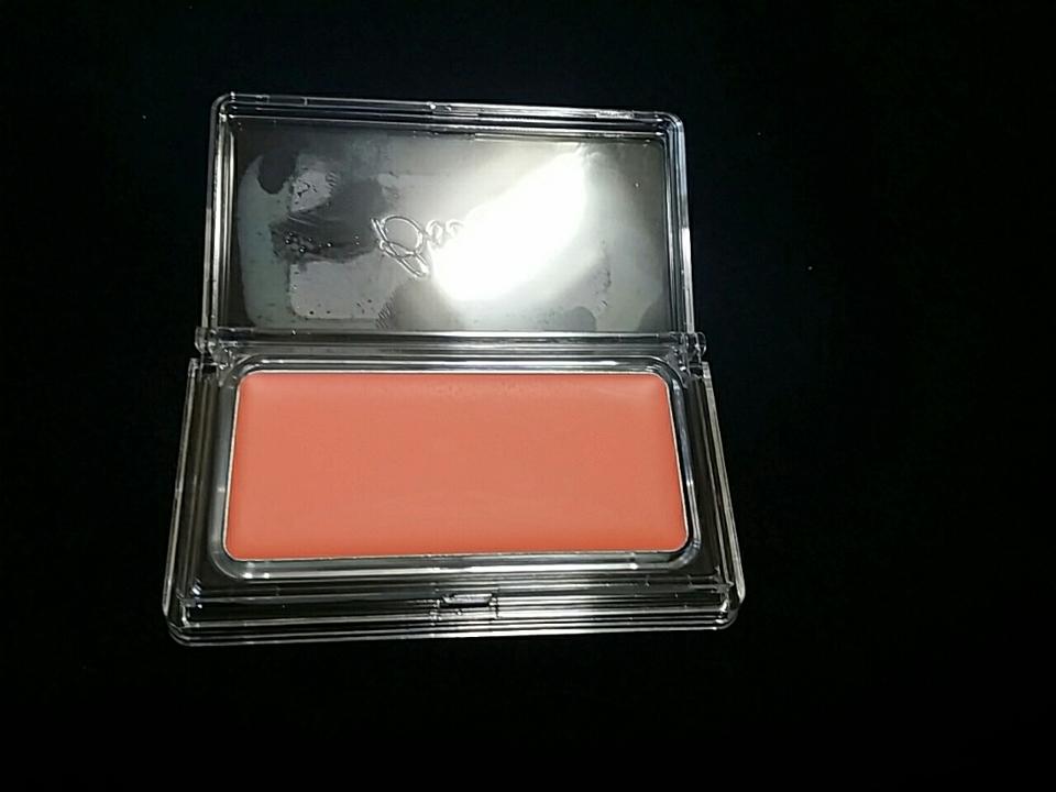 이 사진이 실제 색과 비슷하게 나왔어요!!   약간 오렌지빛도 돌고 핑크빛도 돌고 참 이쁜 코랄색이죵? 😊  그럼 감탄은 그만하고 이제 발색을 확인해봅시다