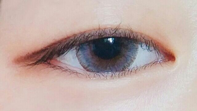 렌즈미 기묘t 그레이 착용샷입니다 보시다피시 제가 눈동자가 작아서 흰자가 비쳐요 그래도 직경이 너무 크지않고 작지도 않아 자연스럽습니당 저렴한 가격에 비해 렌즈 퀄리티가 좋은 것에 만족합니다!!