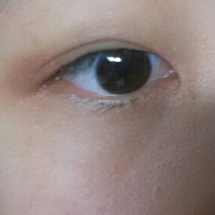 눈 가운데는 다시 한 번 살짝 더페이스샵 시나몬 드림으로 소량만 콕콕 발라 꼬리와 앞머리 섀도우와 블렌딩 해 자연스럽게 이어줍니다