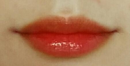 입술 발색샷인데요 입술주변을 보정하다보니 입술가상이 약간 주황주황하게나왔어요 신경쓰지마시고 입술 안쪽 색만봐주셔요! 정확한색입니다💋