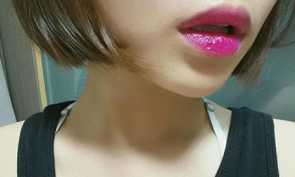 후방카메라 말고 셀카로 찍었더니 색이 나오네요!ㅋㅋ 이 입술색이 진짜 푸시아 로얄 입니당
