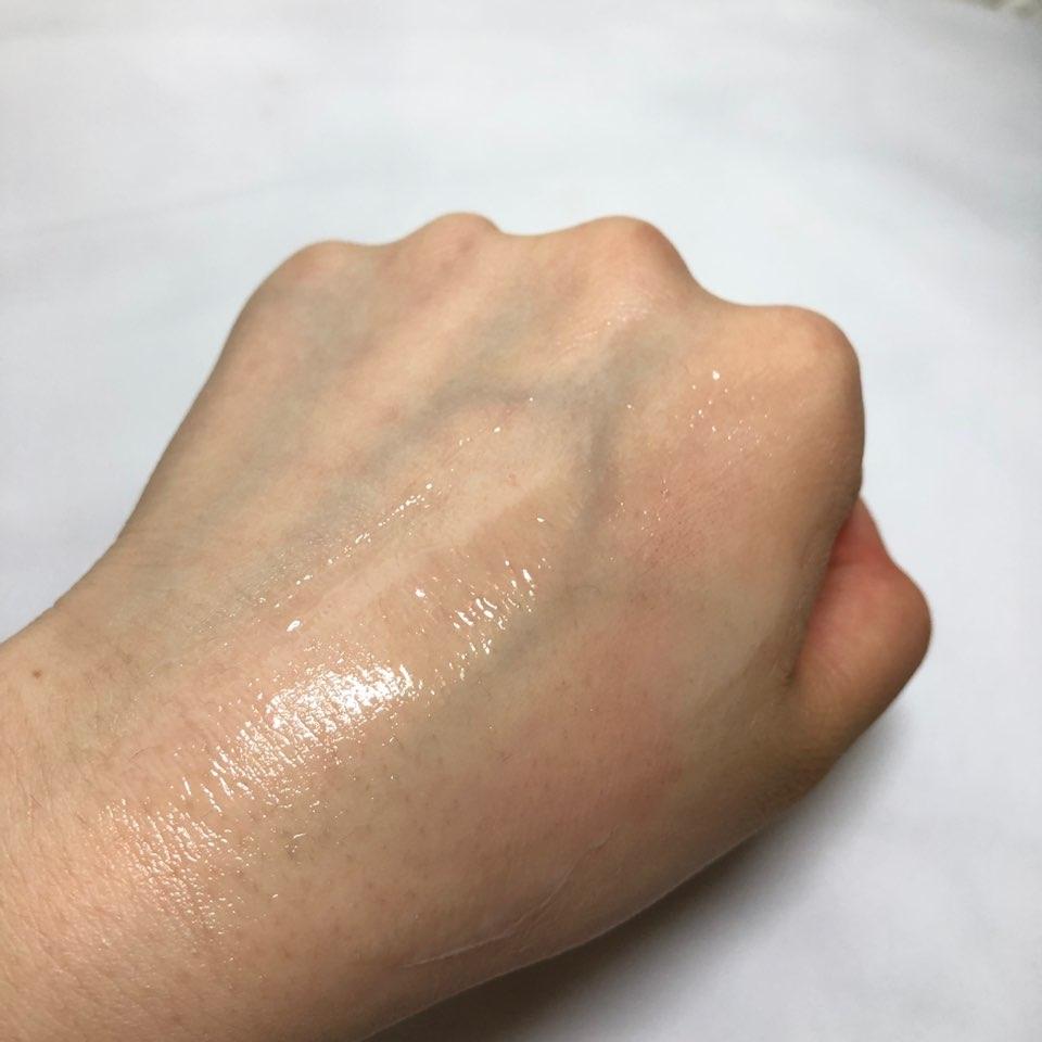 손으로 슥슥 뭉대면 녹아서 오일이 되요! 마른 피부에 써도 자극없이 잘 씻긴 답니다🌈