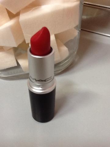 꼭...사세요.. 립스틱 자체 색보다 밝아서 피부가 환해보입니다.
