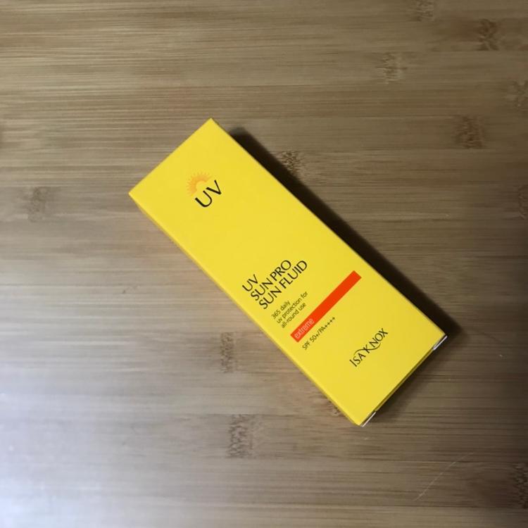 이자녹스의 브랜드 메인 컬러하면 노란색이 떠오르는데 선크림이랑 햇빛이랑 이자녹스랑 다 찰떡으로 어울리더라구요