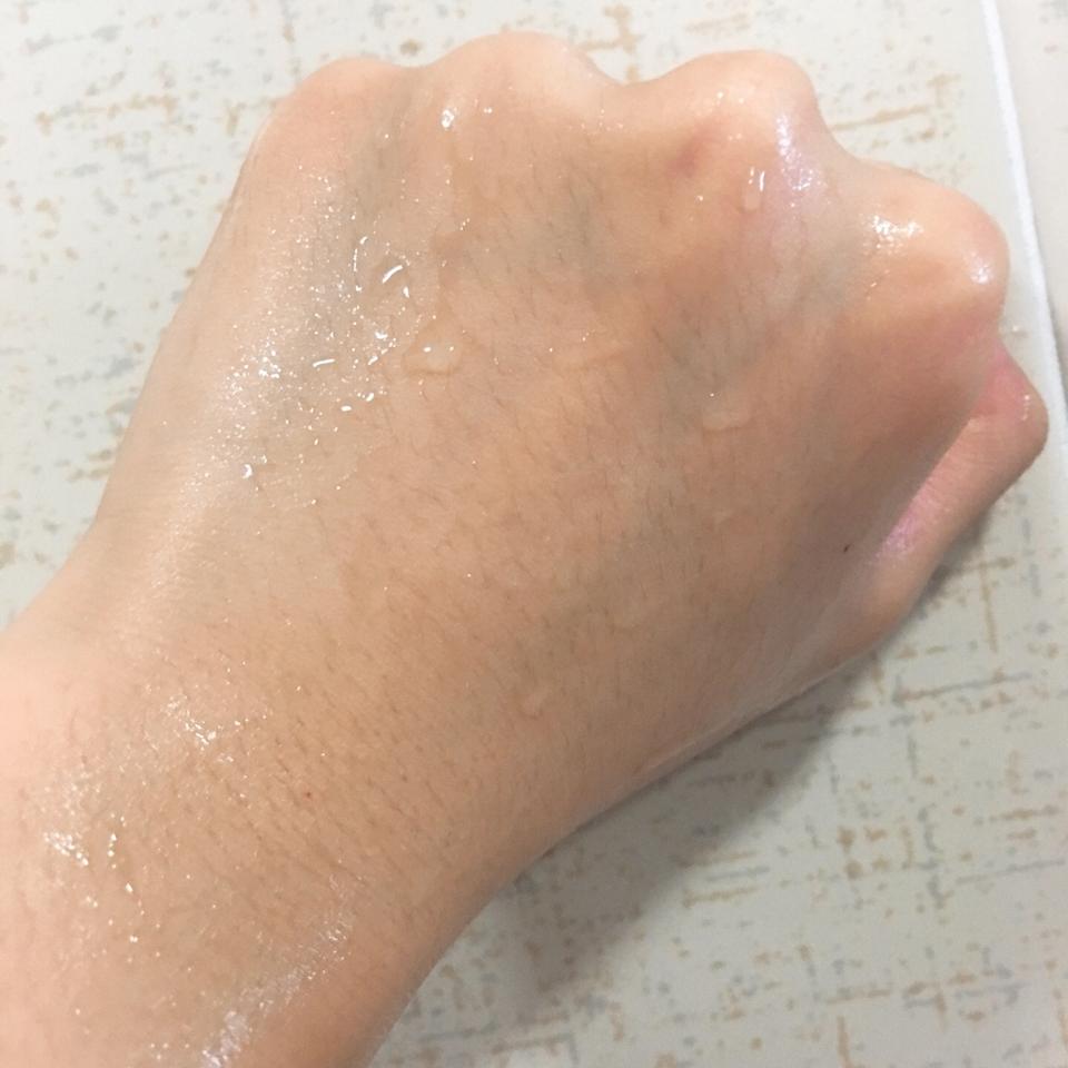 각질제거후 매끄러운 손등 피부 완성!