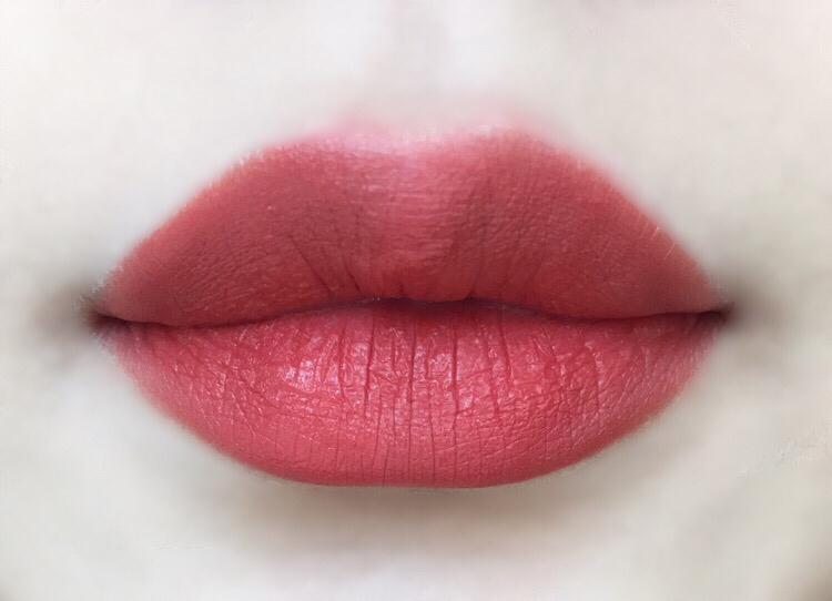 풀립 그라데이션으로도 너무 예쁘지만 풀립도👍 매트한 립스틱이지만 설명처럼 정말 가벼운발림으로 입술이 건조하거나 불편하지 않았어요! 각질부각또한 없었어요