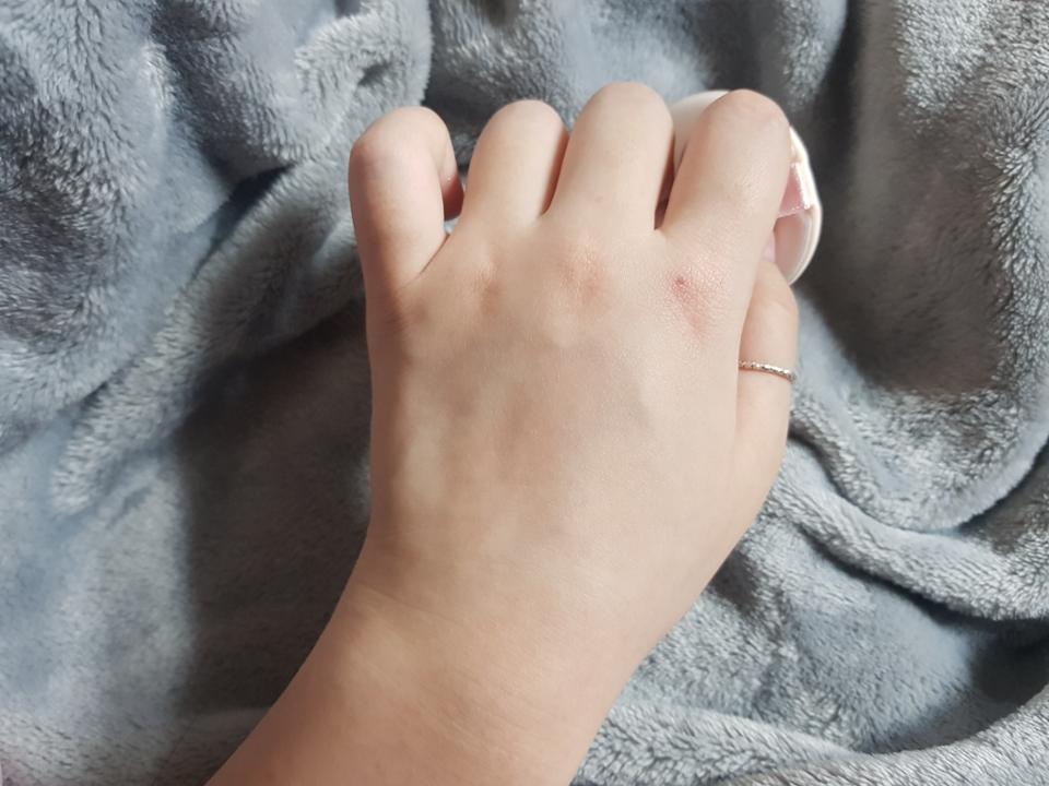 선크림을 아직 안 바른 손 입니다!