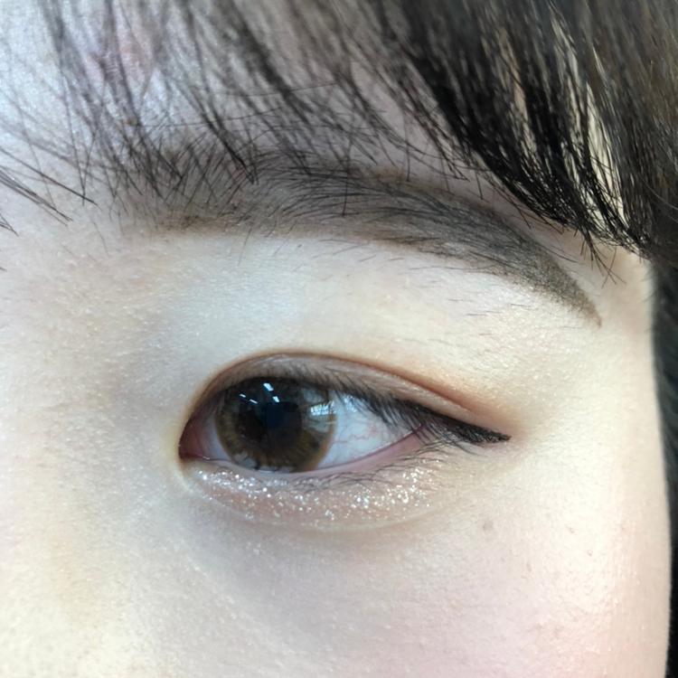 친구눈입니당 애굣살에 발라봤어용 눈이 촉촉해보이고 영롱영롱하죵 ??❤️❤️❤️
