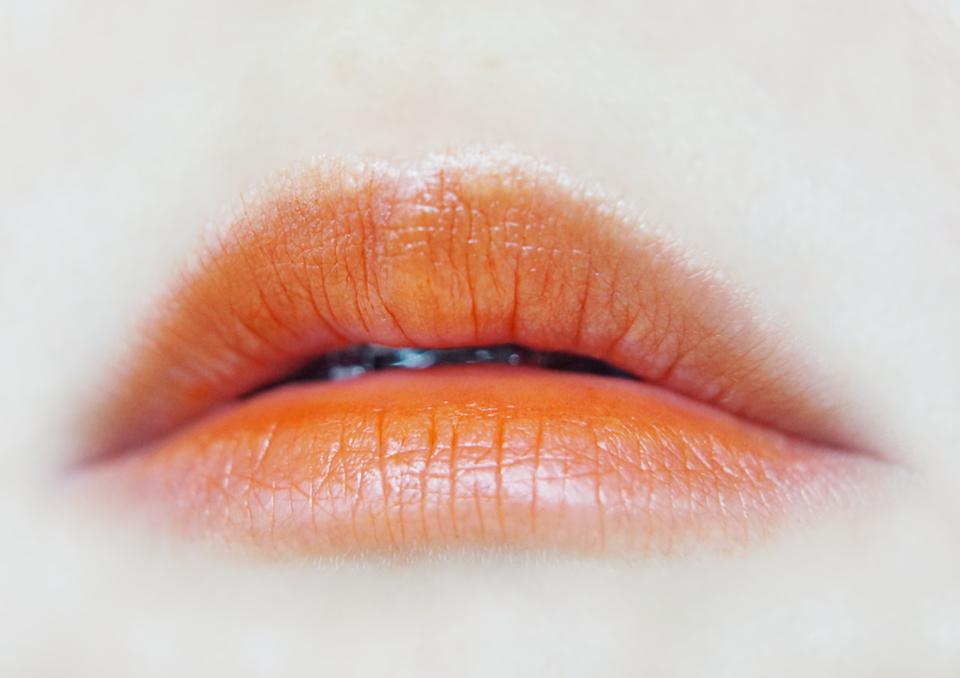 요건 한번 더 덧발라준모습!  확실히 색감이 나오면서, 오렌지오렌지한 틴트네요! ㅋㅋ  이런거 써보면 학생들이 왜 이런 물틴트 좋아하는지 알것 같아여 ㅋㅋㅋㅋㅋㅋ  뭔가 바르기도 쉽고, 대충 발라도 예쁨 ㅋㅋㅋ