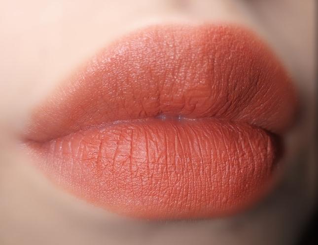 이건 스톤브릭 블러링 립스틱 302 번트 브릭 참고자료랄까요..? 실제로는 이런 느낌에 더 비슷한 거 같아서 넣어봤습니다..❤