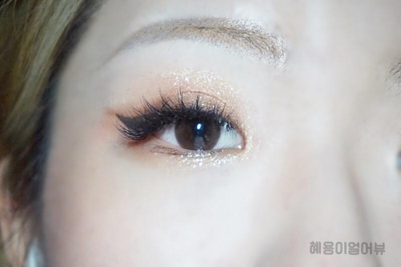 렌즈 착용하면 뭔가 사연있는 사람 같기도 하고, 어떻게 보면 또 초롱초롱해보이기도 하고,  단순해보이는 렌즈 그래픽이지만, 다채로운 발색이 가능한 팔색조의 렌즈 에요! *_*
