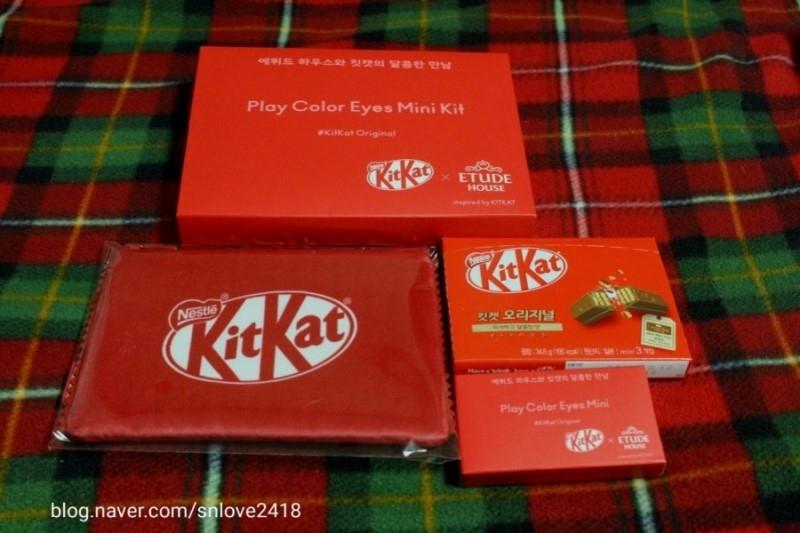 상자를 개봉하면 귀여운 킷캣파우치랑  실제로 먹을수있는 킷캣초콜릿과 미니 팔레트가 들어있어요!!