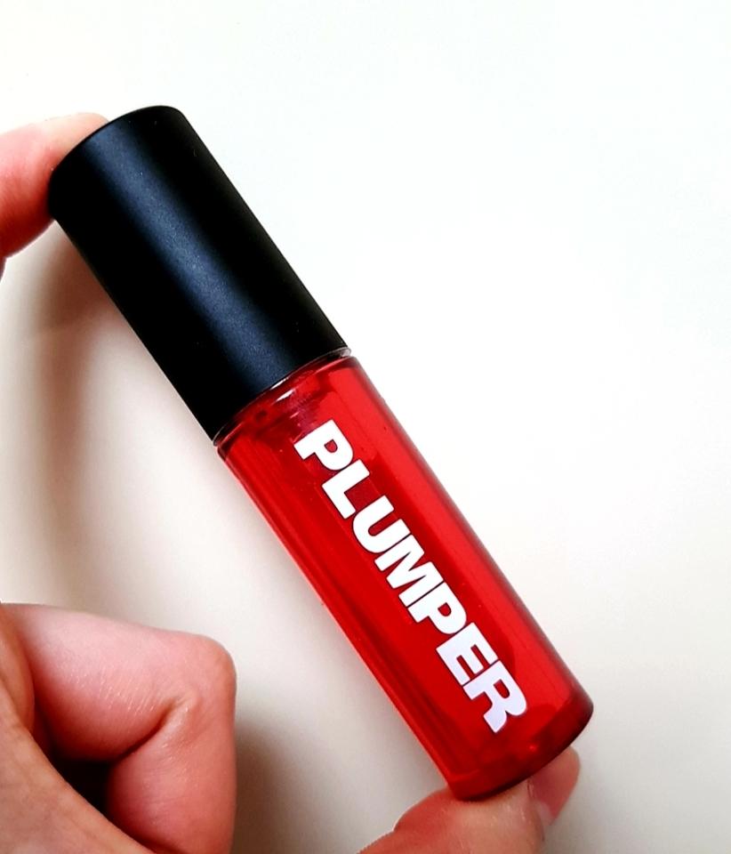 누가봐도 플럼퍼라고 색깔이 말해주지 않나요ㅋㅋㅋㅋ 광고사진보다 좀더 진한 레드빛 통이라 놀랐어요!