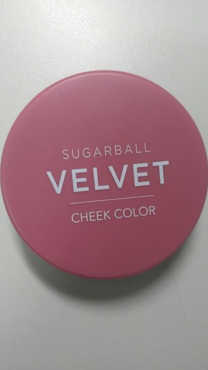 앞에 보시면 슈가볼 벨벳 치크 컬러 라고 써져 있어요. 디자인이 꽤 마음에 든듯. . . .