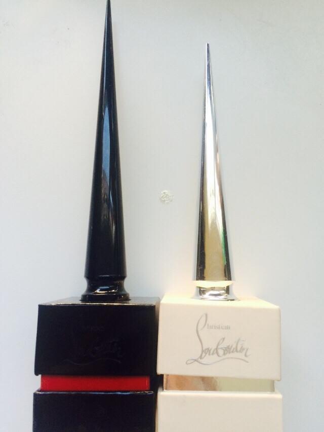루부탱 네일 중 시그니쳐 제품으로 단독 출시된 요 제품은 다른 제품들과 다르게 뚜껑이 검정색에 좀 더 깁니다. (오른쪽은 파스텔 라인 민트색에요.) 요런 케이스에 오구요!