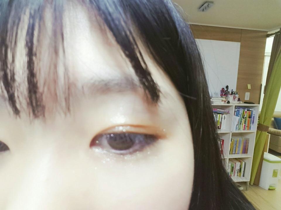 애굣살이랑 눈두덩이에 단독으로 발랐어요!! 영롱한게 우아한느낌이나는것같은..♡
