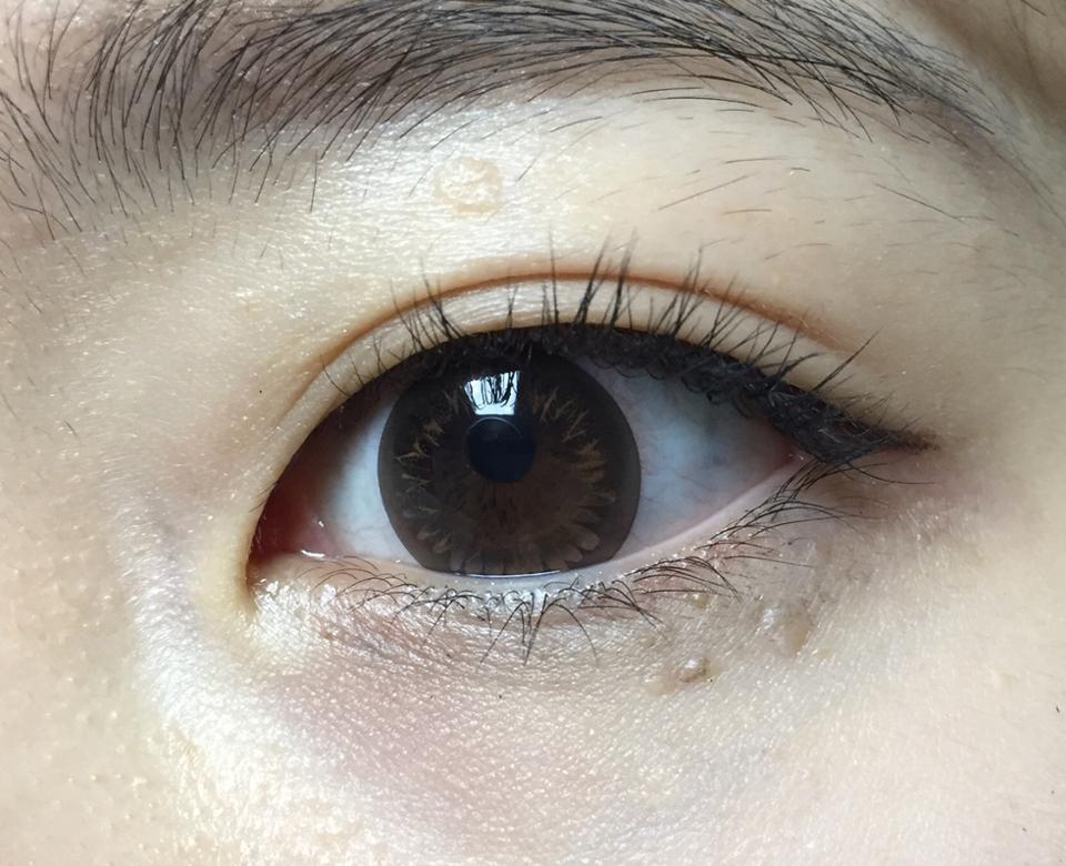 착용해보면 너무 진하지않게 약간은 은은하게 황금빛이 보이고 눈동자가 또렷해져요