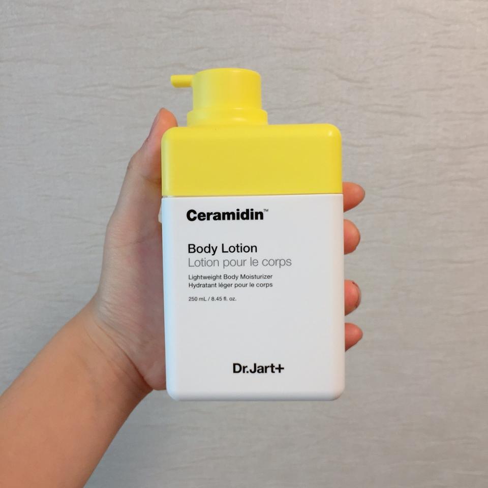 제가 노랑색을 좋아해서 그런진 모르겠지만 너무 귀여운거 아닌가요ㅜㅜ💛 진짜 병아리같아요🐣 외관은 제 맘엔 쏙 드네용!
