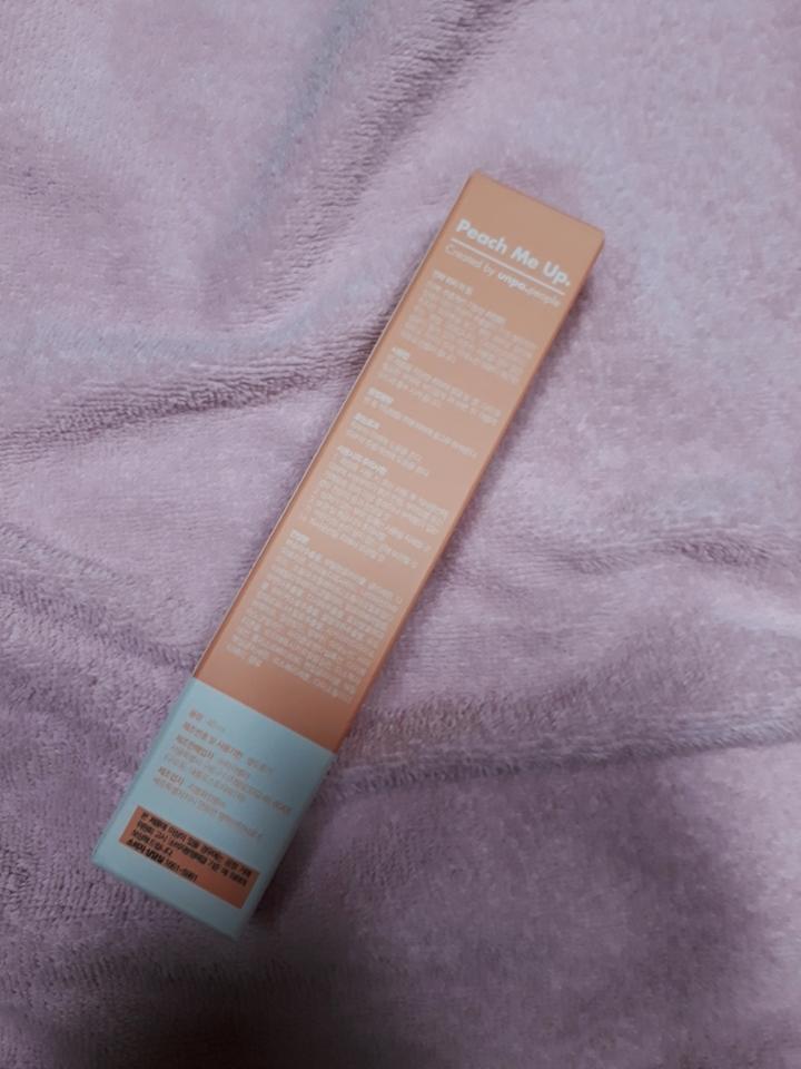 케이스 상자 뒷면  정제수 대신 복숭아추출물이 71%함량되어있대요.  나이아산아마이드성분이 들어있어 꾸준히 사용하면 맑은 피부를 만들어준대요!