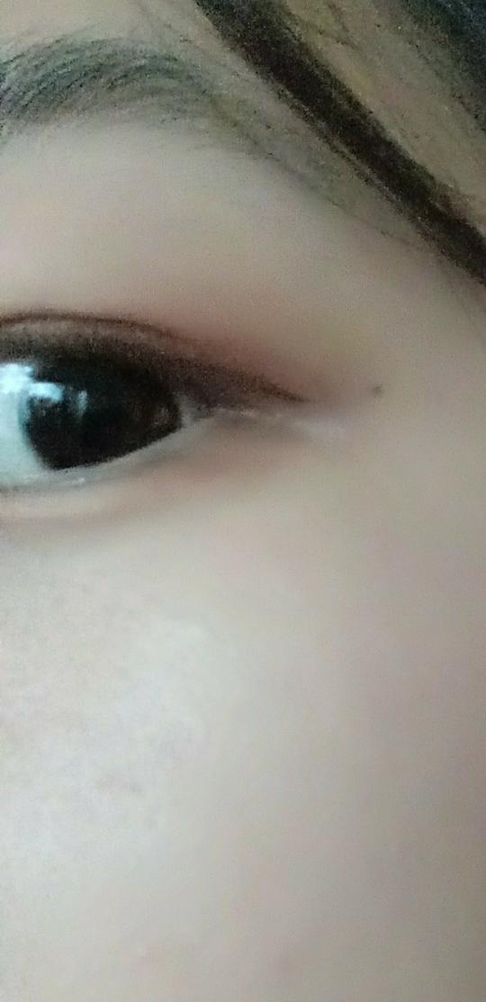 오골계같은 눈,,검은 눈동자,,