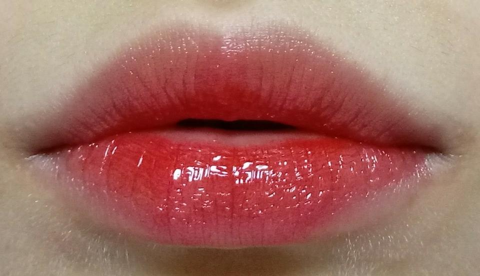 연하게 발랐을 때에요! 입술을 모으고 있어서 주름이 많아보이는데 원래는 주름부각 별로 없어요ㅠㅠ