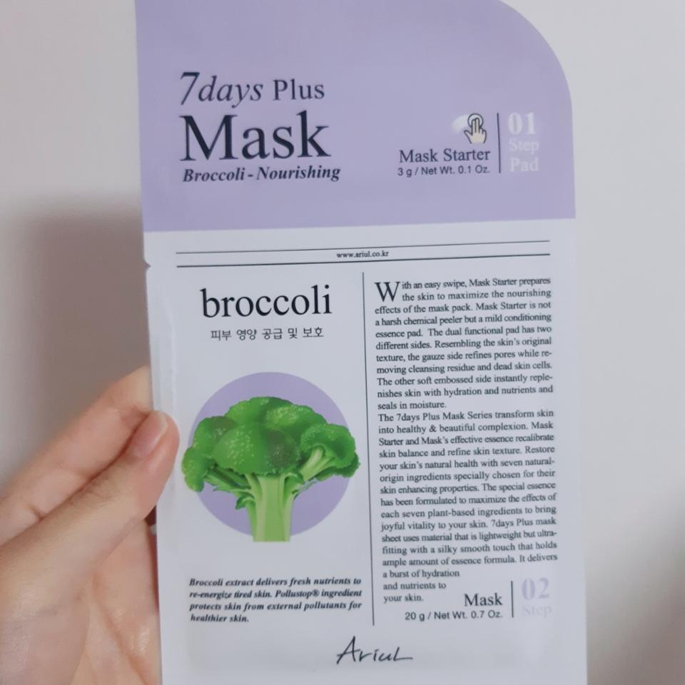 '브로콜리-피부 영양 공급 및 보호'는 일반 에센스 팩향이고 무난했어요 오미자추출물, 브로콜리추출물이 들어있네요 팩들이 다 비슷비슷하게 좋아요 나머지 팩은 더 쓴 후 후기 마저 올리겠습니다😊
