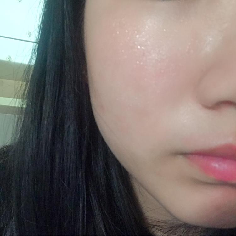 바를때 에센스가 물방울 처럼 생겨서 피부에 흡수 되었어요!