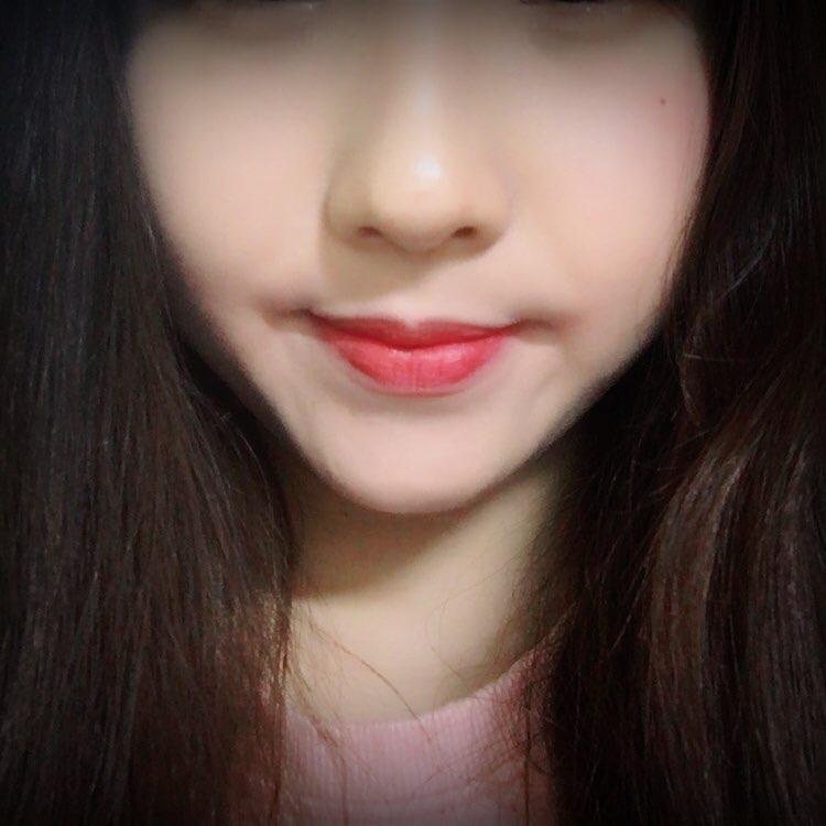 입술색이랑 블러셔 색이랑 비슷한 톤으로 하면 잘 받잖아요~ 그래서 한번 볼에도 해봤습니다ㅋㅋㅋ나름 괜찮은 조합인데..?블러셔로도 사용해도 색이 예쁘게 나옵니다!!