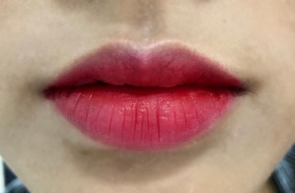 이고는 얇게 바르고 그라데이션 한겁니당! 역시 핑키한 다홍빛으로 연출되져? 이것도 예쁘긴 해용👍
