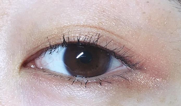 눈 앞꼬리부분은 초코색, 뒤로갈수록 핑크를 더 발라준거에요 두개의 조화가 좋죠🙆🙆🙆  렌즈도안끼고 아이라인도 안그렸는데 섀도우 하나로 청순눈매 완성✌🏻️