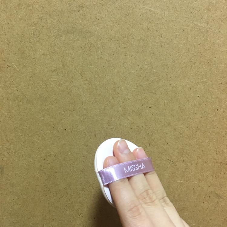 쿠션 퍼프는 일반 퍼프와 같이 손가락  세개 들어가는 사이즈구요