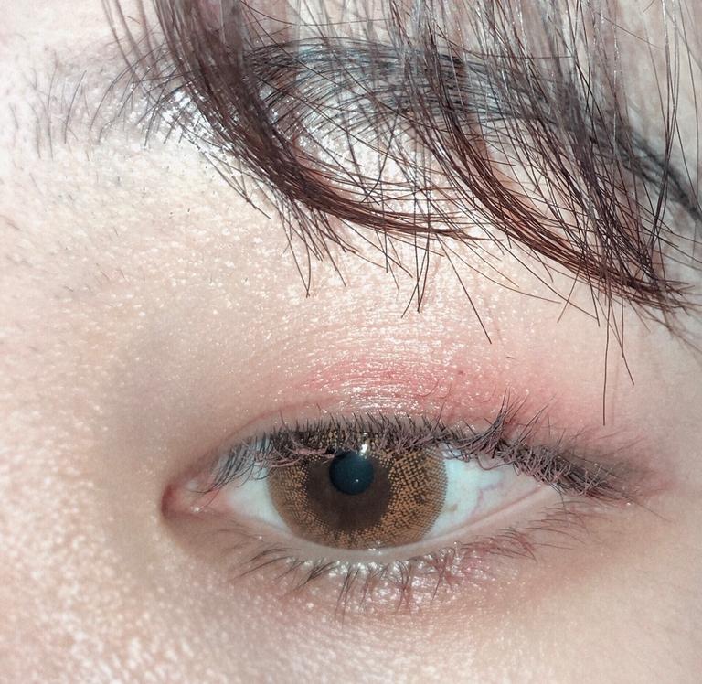 아련한 그리움 색상들로 한 화장이에요 그윽한 눈매......가 되진 못했지만 제가 사랑하는 메이크업입니다🥰  이 섀도우 팔레트 너무너무 강추해요!!!!