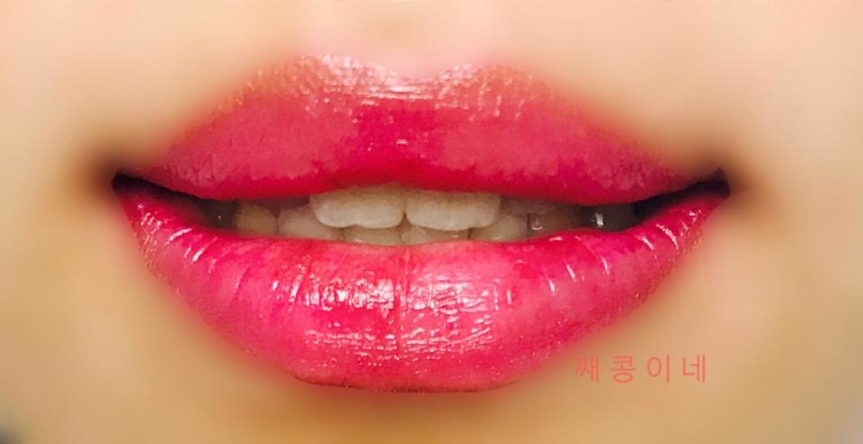 반전립스틱입니다. 노락색이지만 피부에 닿으면 핑크색으로 변해요. 색이 은은해서 쌩얼메이크업이나 데일리로 제일 적합해요! 지속력도 제일 강한 편이고 립스틱보다는 립밤같아요