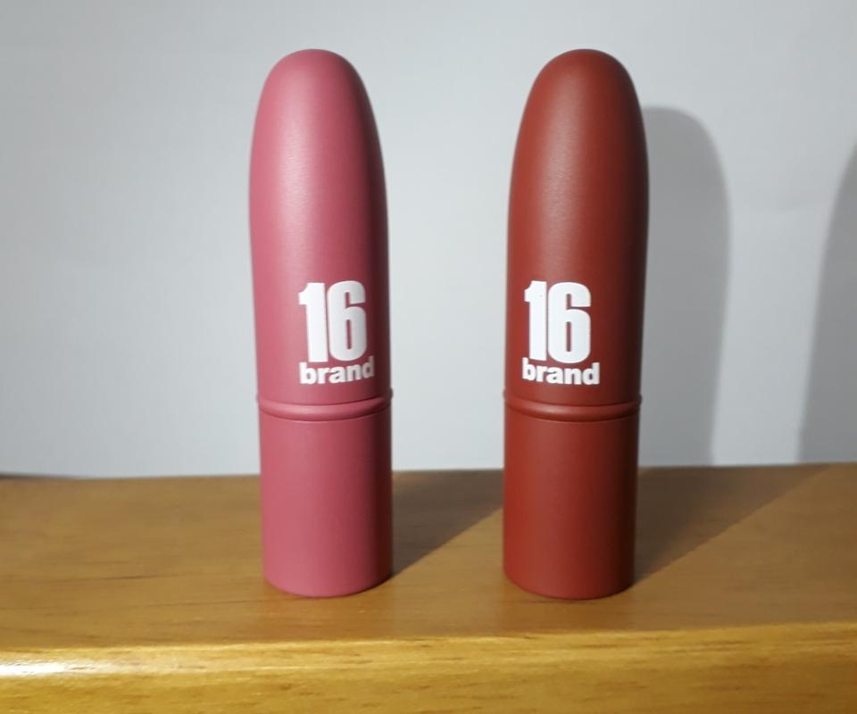 왼쪽) 핑크누가 오른쪽) 브라운퍼지  제품 외형입니다. 일단 보시다시피 총알 모양이에요 그리고 무광 케이스라 한층 더 깔끔한 느낌이에요!