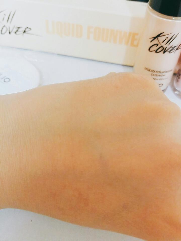 손에 바른건데 진짜 커버력 진짜 좋고 근데 하얗게 되용  근데 양손이랑 비교하니까 차이가..ㄷㄷ