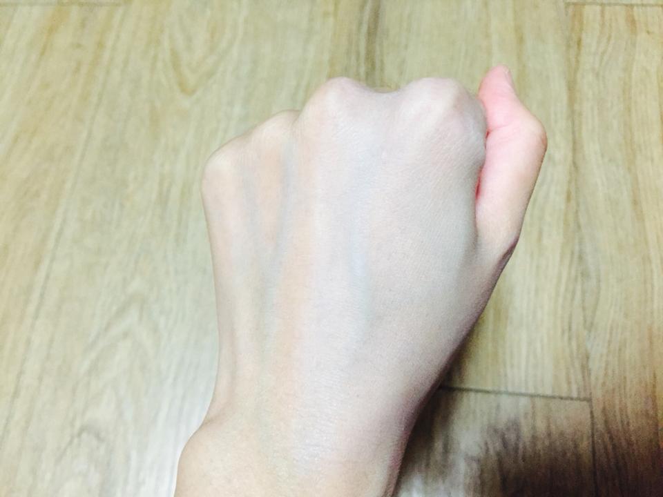 이렇게 더 하얀 피부를 만들 수 있어요!! 역시나 촉촉합니다 유분기 없이 수분감만 가득해서 정말 좋음!