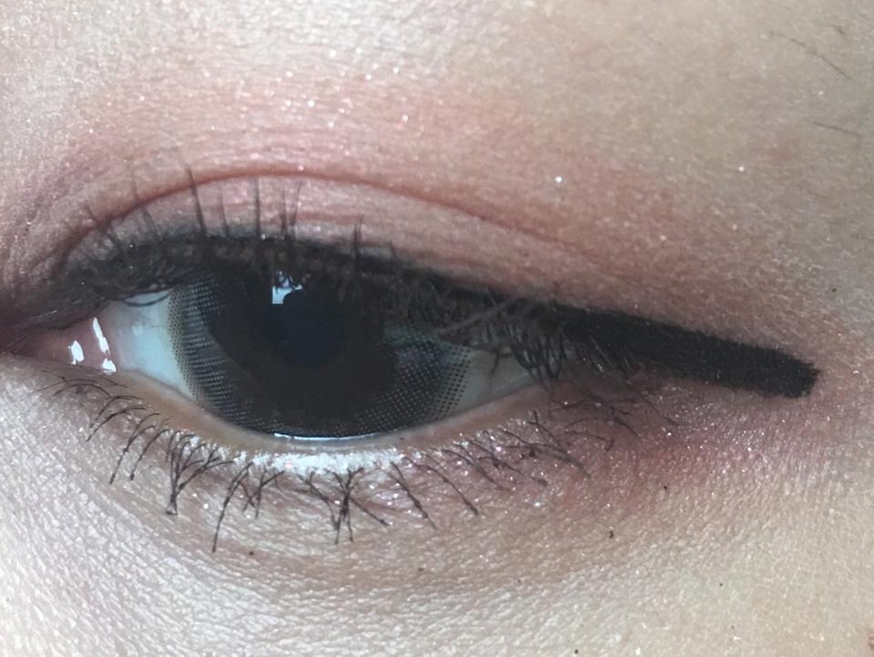 요즘 카메라가 색감을 못잡는건지 뭔지는 모르겠지만 ㅠㅠ 본래색을 잘 못잡네여ㅠㅠ 진짜 눈에 얹어도 차이나로즈 본통색 그대로에요!