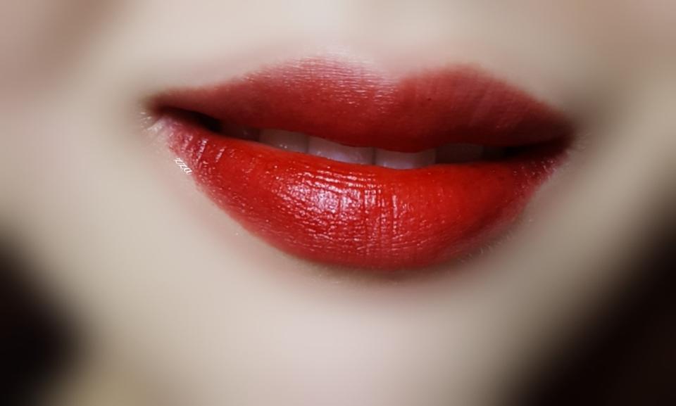 다른 색상도 많지만 정말 레드!!! 하는 색상은 입술발색을 가져와봤어요💋💋 복분자파워 풀립 입술발색입니당