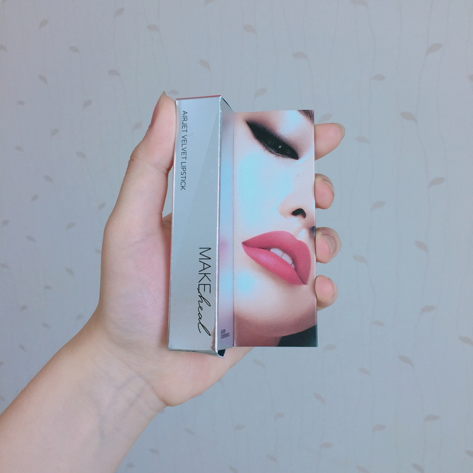 품격있는 립스틱 박스 ,, 립스틱 옆에 있는 얼굴에 립스틱 색이 색 종류마다 다르게 표현되어 있더라구용 ! 😮