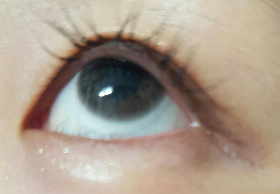 훌라 테스트를 진행해 봤는데요 훌라 전혀 없고 렌즈가 얇아서 그런지 착용감도 괜찮았어요!! 정말 만족스럽습니다! 다들 썸데이 그레이 하나 장만하세요~