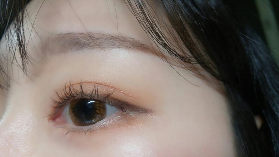 저한텐 착용감도 괜찮았어요! 저는 워낙 안구건조증을 달고사는 눈이라 모든렌즈가 다 시간지나면 건조해져가지구ㅋㅋㅋ 이거 렌즈가 얇은편이라 이물감하나도 없이 편안했어요☺ 다만 렌즈오래낀 다음날 낄때는 좀 따갑더라구요ㅎㅎ. . .  착용시간을 지켜야되는데 맨날 오래끼고있어서 눈이 점점 안좋아지는것 같아요ㅠㅠ