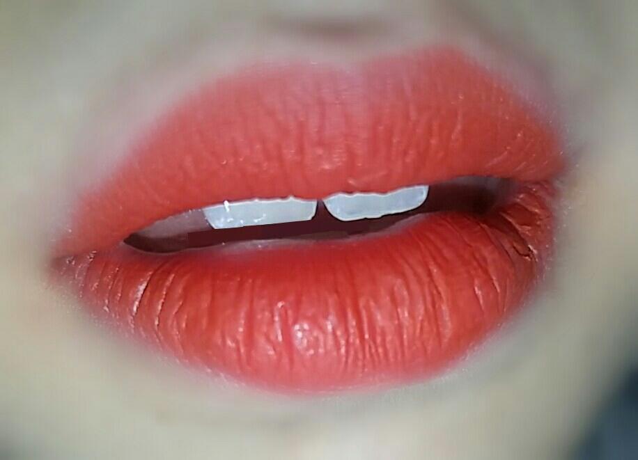 이제 실전으로 ㄱㄱ~ 총체난국 갈질풍년인 저의 입술에 꾸역꾸역 립펜슬을 발라줍시다~~