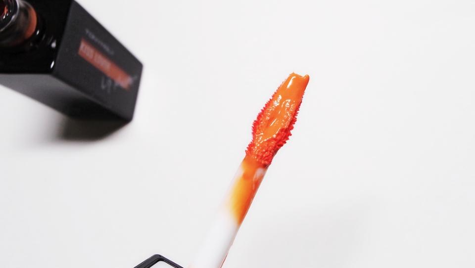 컬러 정말 우유섞인 오렌지같아요 오렌지보단 감귤색같아요! 그런데 이컬러보니까 바로 그제품이 생각나네요 베네**의 차차**! 그래서 비교해봅니다