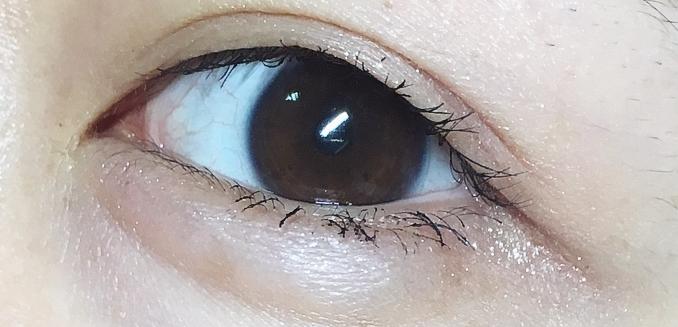 마스카라만 하고 눈꼬리에만 발라준 사진입니다! 여러가지로 응용하기좋은 순백의 투명한 색상! 과한화장이나 연한화장이나 다 잘어울리는 실버글리터 섀도우 리뷰였습니다😊