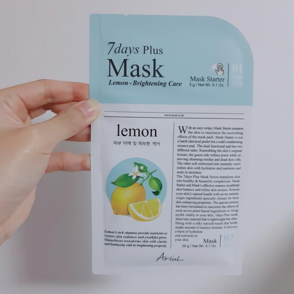 하루는 피부 트러블이 올라와서 잠시 쉬어주고 '레몬-피부미백'을 쓰게 되었어요 은은한 상큼한 레몬향이 나고 , 레몬과 쌀 추출물이 들어있네요 칙칙한 피부톤 개선이 되길 바랄 뿐이에요🍋🍋🍋 저 이거 레몬팩은 더 구매해서 써보고 싶어요😊😊  '대나무수-피부 2중 보습'은 왠지 세제향이 생각나기는 했지만 여전히 촉촉했어요