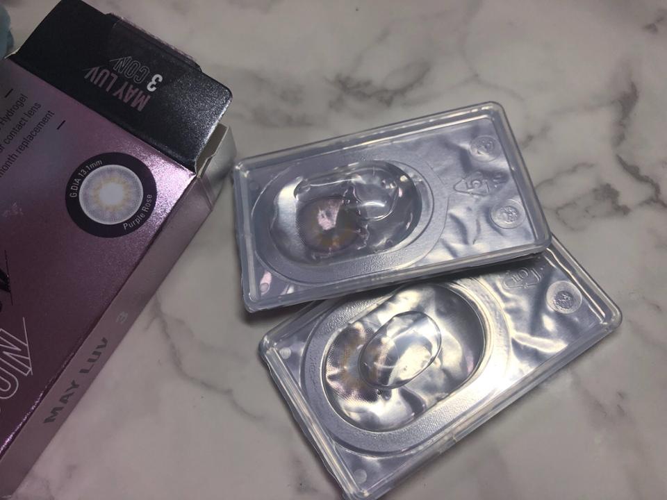 렌즈를 보관할 수 있는 용액과 함께 밀봉 ! 요게 #한달렌즈 #먼슬리렌즈 로 한달간 사용 가능한 렌즈에요   시력에 맞게 도수도 추가할 수 있어서 좋아요 ^^