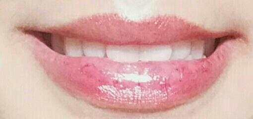 립밤만 발라준 입술입니다.