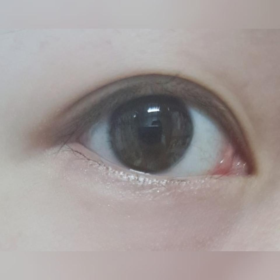 1차세안만 한 눈인데  눈밑에 반짝이도 아직 다 지워지지않았고 점막에 그린 아이라인도 다 지워지지않은 상태입니다..ㅁ